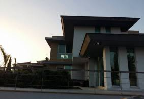 modern House with central heating close to international school