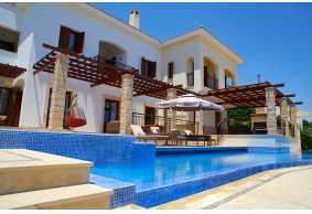 Luxury grand villa in Aphrodite Hills