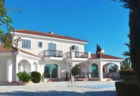 5 bed luxury villa for rent in Kissonerga