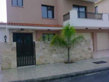 luxury 5 bedroom house in Tsada long term