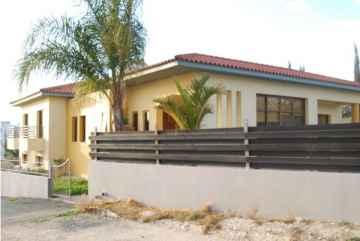 6 bedroom villa for Rent in Peyia