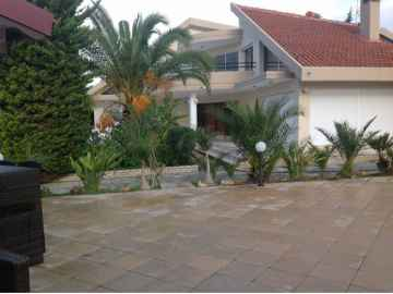 Luxury 5 bedroom villa in Episkopi for Sale