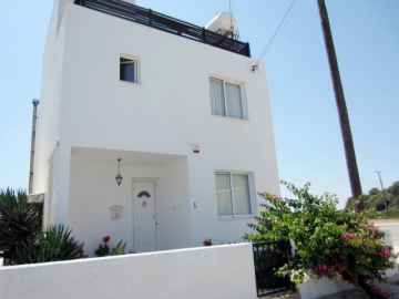 4 bed villa in Koili for Long Term rent
