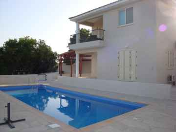 Fully furnished villa in Mesogi