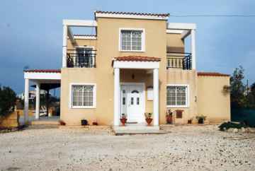 Large Spacious 3 Bedroom Villa in Peyia