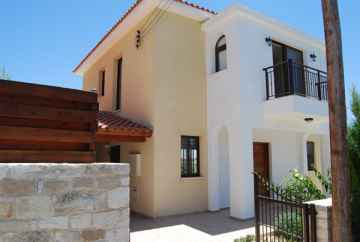 3 bedroom nice villa for long term rent in Tsada