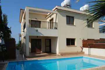 Spacious 3 bed Villa for rent in Emba