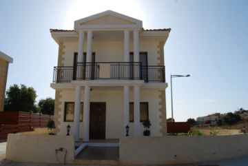 3 bed Detached House in Tremithousa