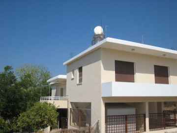 Large 3 bedroom detached house in Konia