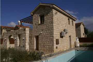 3 bedroom Stone House in Polemi