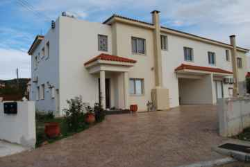 Spacious 3 bedroom house in Mesogi