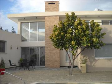 Amazing 5 bedroom modern villa in Koloni plus an annex