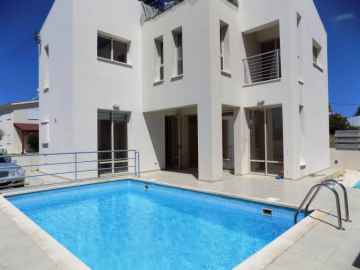 3 bed Unfurnished villa in Anarita