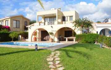 Superb 5 Bed Sea-front Villa in Coral Bay