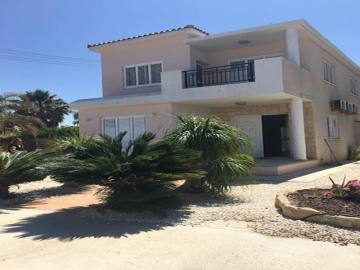 3 bedroom villa long term rent in Chloraka