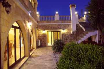 5 bed luxury villa in Paphos
