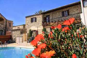 Traditional 6 bedroom stone house with pool