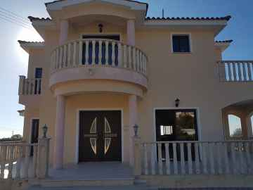 Four bedroom detached house in Chloraka