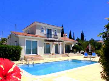 Peyia 4 bed detached house for long term rent