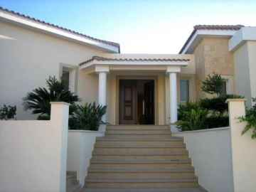 5 bedroom luxury detached villa long term