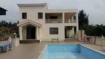 4 bed Villa For Rent in Peyia