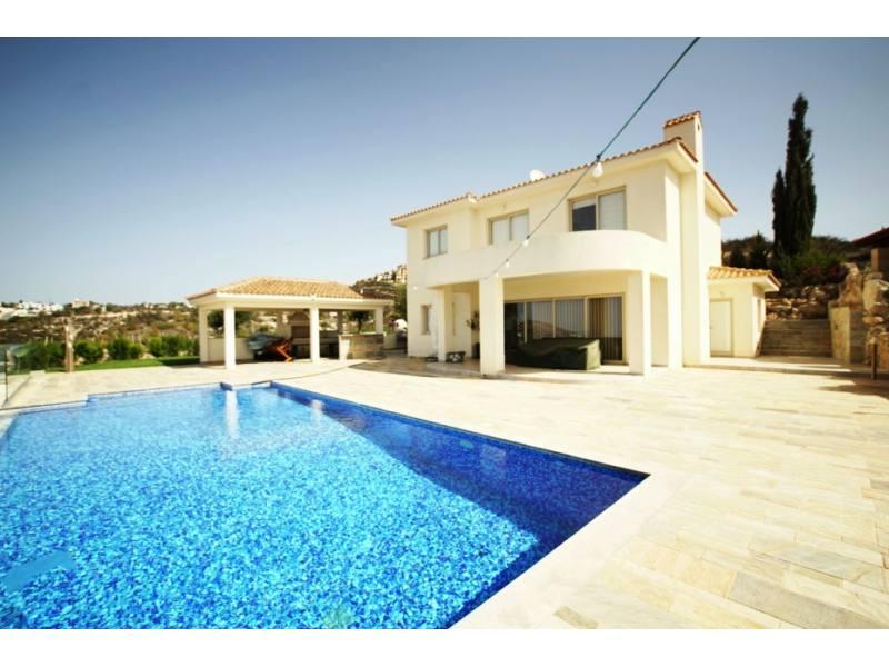 6 bedroom luxury villa for long term rent