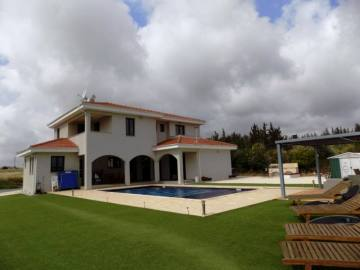 Luxury furnished villa in Kouklia