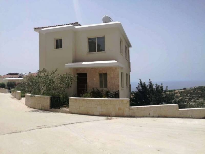Brand New villa for rent in Tsada
