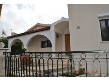 3 bedroom one level house in Coral Bay Long term rent