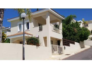 3 bedroom Unfurnished villa with private pool in Mesa Chorio