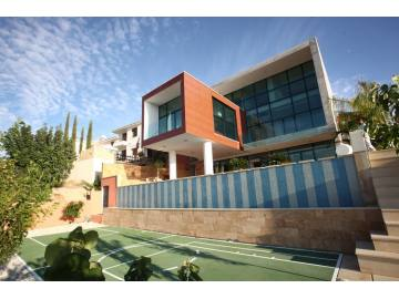 Luxury modern detached villa with nice views and private pool