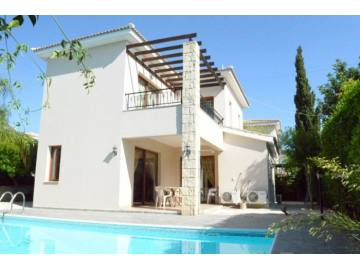 3 bed Unfurnished villa with private pool