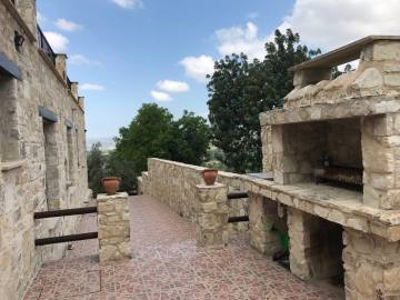 4 bed traditional stone house for rent in Amargeti
