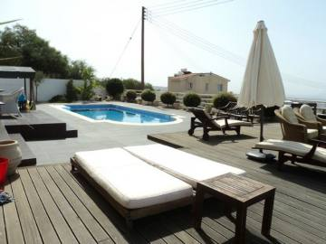 4 bed villa in Tremithousa