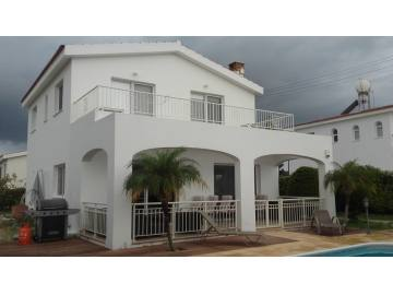 3 bedroom detached with the pool fully furnished with fireplace