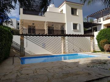 3 bed furnished villa in Coral bay with pool