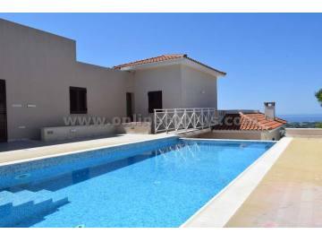 Luxurious 5 bedroom villa in Geroskipou area