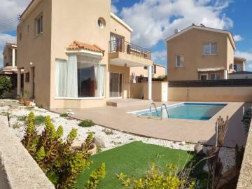 Unfurnished villa close to amenities