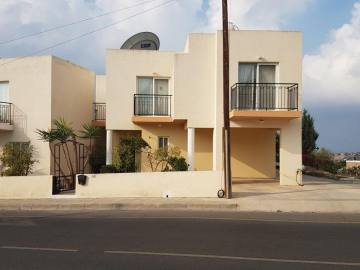 3 Bedroom town house near Peyia village