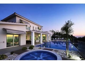 Modern villa for long term rent