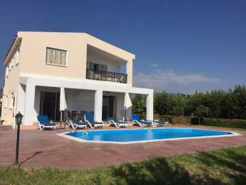 3 bedroom detached villa for long term rent close to amenities
