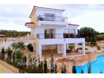 4 bedroom villa In Saint George