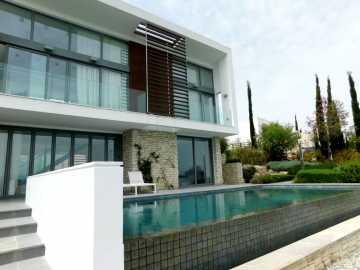 Luxury villa in Minthis Hills