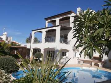 Furnished villa in Coral bay