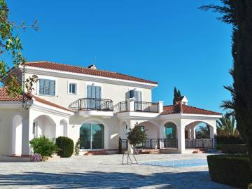 5 bed luxury villa for rent in Kissonerga
