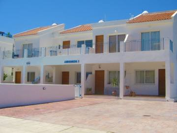 2 bedroom apartment in a small complex in Polis