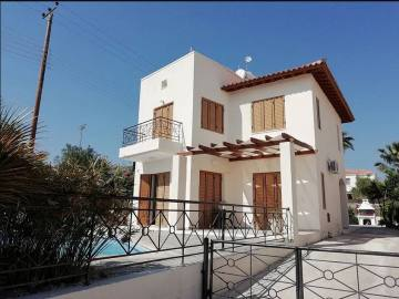 Detached house with private pool in Pegia for rent