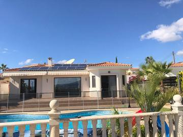 Lovely bungalow for long term rent in Peyia