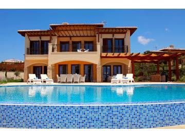 Luxury villa in Aprodite Hills