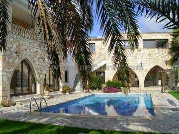 A Spectacular 6 Bed ouse for rent in Paphos